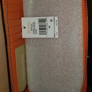 Michael Kors smart wallet